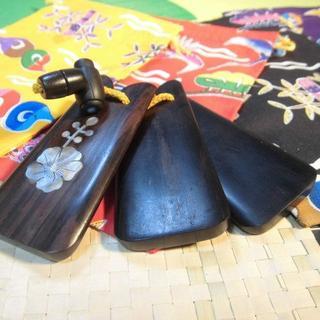 (送料無料)2.700円 沖縄楽器 螺鈿入り三板(サンバ)  黒檀製(三線)