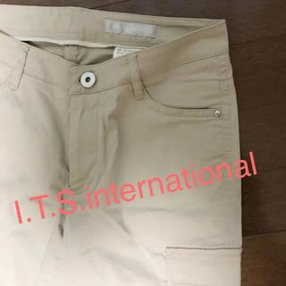 イッツインターナショナル(I.T.'S.international)の⭐️微光沢有❗️両腿サイドポケットがお洒落で痩せ見え❣️合わせやすい春パンツ(カジュアルパンツ)
