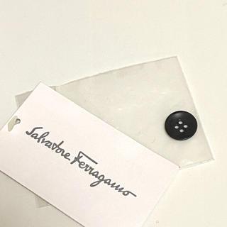 サルヴァトーレフェラガモ(Salvatore Ferragamo)のサルバトーレ・フェラガモ☆ロゴ刻印ボタン1個(各種パーツ)