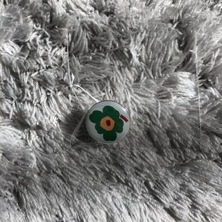 マリメッコ(marimekko)の★週末限定価格★【新品】marimekko マリメッコ ノベルティーピンバッジ(ノベルティグッズ)
