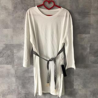 メルロー(merlot)の【新品 タグ付き】 メルロー ベルト付き Tシャツ ワンピース(Tシャツ(長袖/七分))