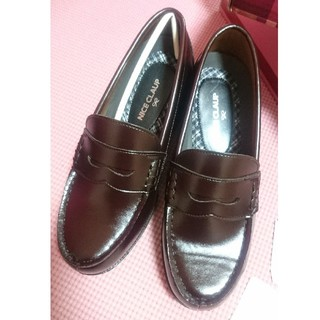 ナイスクラップ(NICE CLAUP)の新品NICE CLAUPローファー ブラウン22.5㎝レディース4㎝ヒール (ローファー/革靴)