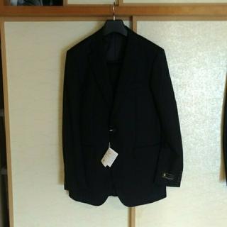 タケオキクチ(TAKEO KIKUCHI)のメンズスーツ 黒でシャドウストライプです。(スーツジャケット)