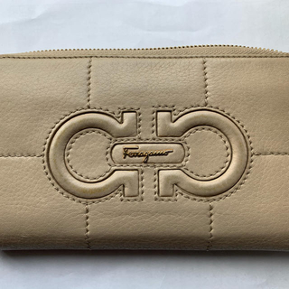 フェラガモ(Ferragamo)のフェラガモの財布です。使いごごち良かったので どなたかに 使って頂きたいです。(長財布)