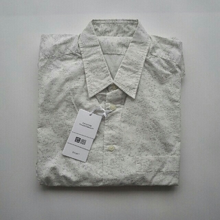 ユニクロ(UNIQLO)のUNIQLO U 半袖プリントシャツ(シャツ)