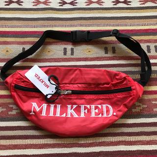 ミルクフェド(MILKFED.)のMILKFED. ミルクフェド ウエストポーチ バッグ 軽量 赤(ボディバッグ/ウエストポーチ)