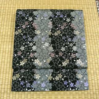 黒と灰色とラメ糸の織りで桜模様 京袋帯(帯)