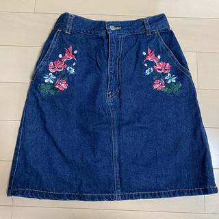 スピンズ(SPINNS)のSPINNS デニム刺繍スカート(ひざ丈スカート)
