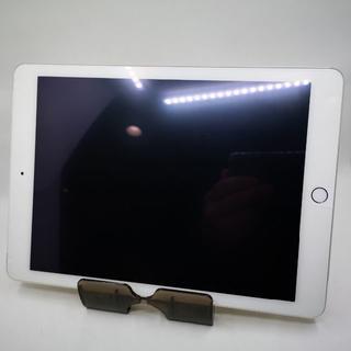 アイパッド(iPad)の美品 96% docomo iPad Air 2 16GB ゴールド 026(タブレット)