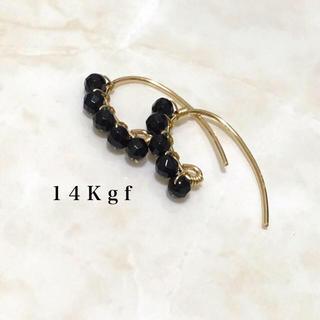 スピックアンドスパン(Spick and Span)の14Kgf/K14gf ブラックスピネルミニリーフピアス/天然石 ラインピアス(ピアス)