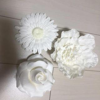 フランフラン(Francfranc)の🧡ウォールフラワー 花 壁掛け ローズ ピオニー ガーベラ 白(壁掛けミラー)