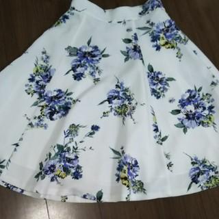 アプワイザーリッシェ(Apuweiser-riche)のハッピーフラワースカート(ひざ丈スカート)