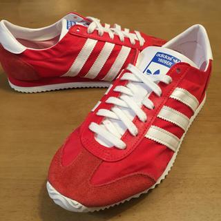 adidas赤いスニーカー