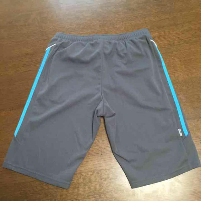 adidas(アディダス)の美品・送料込み アディダス半ズボン レディースのパンツ(ハーフパンツ)の商品写真