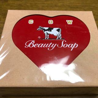 ギュウニュウセッケン(牛乳石鹸)の特別限定品 カウブランド 赤箱 ハート缶(洗顔料)