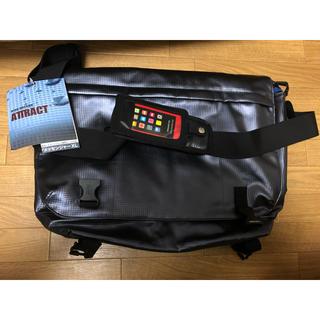 ノーマディック(NOMADIC)の多機能バッグ 新品未使用  スマホ専用ケース付き(ショルダーバッグ)