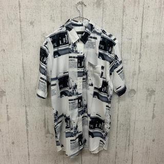 ファンキーフルーツ(FUNKY FRUIT)のレトロモノトーン総柄 半袖シャツ(シャツ/ブラウス(半袖/袖なし))