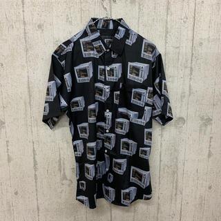 ファンキーフルーツ(FUNKY FRUIT)のレトロコンピュータ総柄 半袖シャツ ブラック(シャツ/ブラウス(半袖/袖なし))