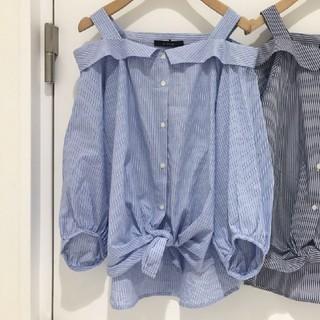 ダブルクローゼット(w closet)のw closet ストライプオフショルブラウス(シャツ/ブラウス(半袖/袖なし))