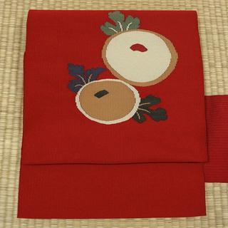 濃い赤色に野菜柄の織り出し 名古屋帯(帯)