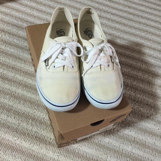 VANS(ヴァンズ)のバンズ 白スニーカー レディースの靴/シューズ(スニーカー)の商品写真