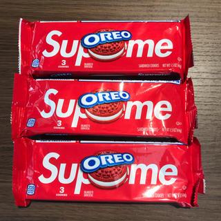 シュプリーム(Supreme)のSupreme®/OREO Cookies (Pack of 3)x3袋(菓子/デザート)
