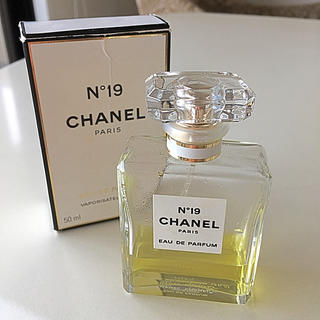 シャネル(CHANEL)のCHANEL シャネル N°19 / オードパルファム 香水 50ml(香水(女性用))