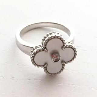 ヴァンクリーフアンドアーペル(Van Cleef & Arpels)のAngel peach クローバー リング ホワイトシェル 白蝶貝 指輪(リング(指輪))