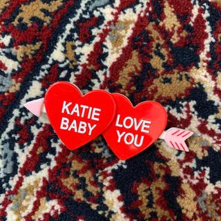 ケイティー(Katie)のkatie⭐︎ハートアローブローチピンAMO着用西もなか着用こじはる着用(ブローチ/コサージュ)