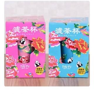 カルディ(KALDI)の茶こし付きマグカップ ピンク&ブルー2個セット(グラス/カップ)