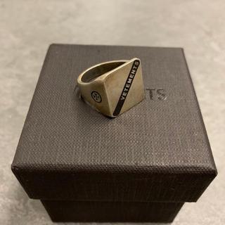 バレンシアガ(Balenciaga)の美品 Vetements ヴェトモン ロゴ リング 指輪 箱付き スターシルバー(リング(指輪))
