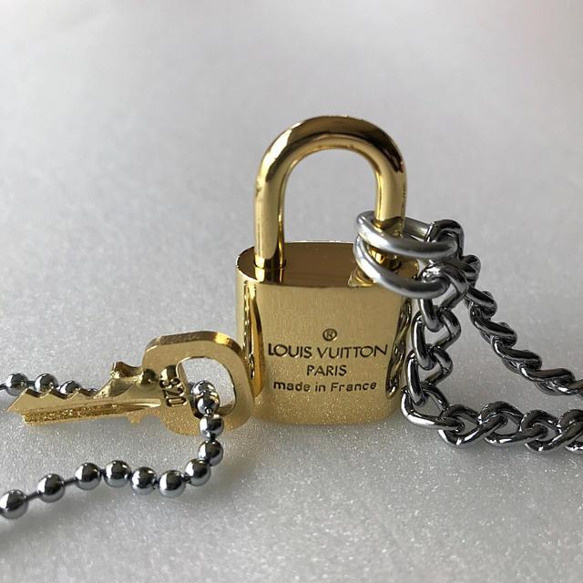 LOUIS VUITTON(ルイヴィトン)のLOUISVUITTON パドロック カデナ 南京錠 鍵有り  320  メンズのアクセサリー(ネックレス)の商品写真