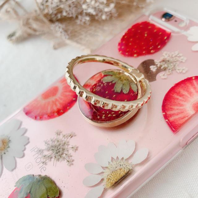 押し花ケース 苺スマホリング付 ハンドメイドのスマホケース/アクセサリー(スマホケース)の商品写真