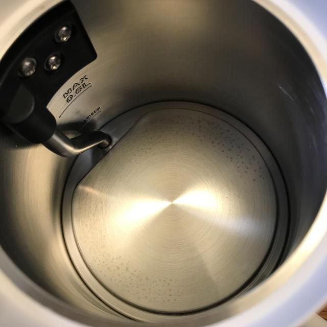 BALMUDA(バルミューダ)のバルミューダ 電気ケトル 2回のみ使用 箱無し 売り切り価格です! スマホ/家電/カメラの生活家電(電気ケトル)の商品写真