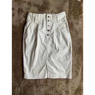ミスティウーマン(mysty woman)の白デニムスカート タイトスカート(ひざ丈スカート)