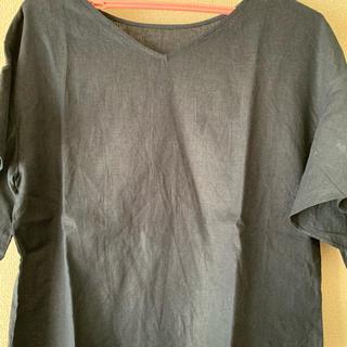 ジーユー(GU)のトップスです。(シャツ/ブラウス(半袖/袖なし))
