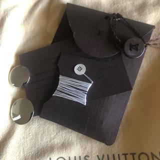 ルイヴィトン(LOUIS VUITTON)のLVミラー換えボタン、糸セット(各種パーツ)