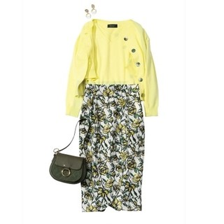 ジャスグリッティー(JUSGLITTY)のフラワープリントタイトスカート(ひざ丈スカート)