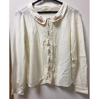 ダブルクローゼット(w closet)のダブルクローゼット 丸襟刺繍ブラウス(シャツ/ブラウス(長袖/七分))