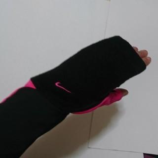ナイキ(NIKE)のNIKE  UVアームカバー(レディース)(手袋)