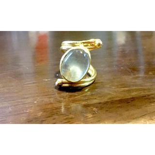 bijumam ライトグリーンの石の真鍮リング(リング(指輪))