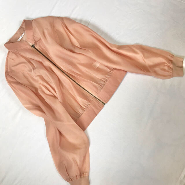 SLY(スライ)の新品未使用♡SLYスライ 薄手軽やかサーモンピンクブルゾン レディースのジャケット/アウター(ブルゾン)の商品写真