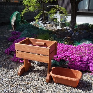 お花の季節が来ましたね(在庫処分の為特別価格)プランターとプランターボックス(プランター)