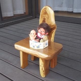 かわいい飾り椅子(花台やアクセサリーなどの台にして下さい)           (家具)