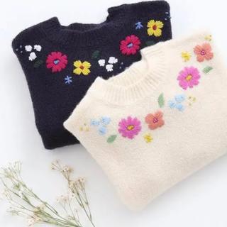 プティマイン(petit main)のアプレレクール  フラワー刺繍ニット(ニット)