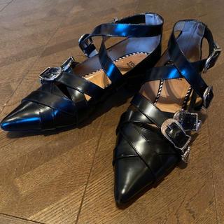 トーガ(TOGA)のtoga pulla バックル シューズ ローファー(ローファー/革靴)
