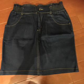 スピンズ(SPINNS)のデニムスカート(ひざ丈スカート)