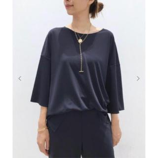 アパルトモンドゥーズィエムクラス(L'Appartement DEUXIEME CLASSE)の【新品タグ付】RAW+ Elegant Blouse ネイビー(シャツ/ブラウス(半袖/袖なし))