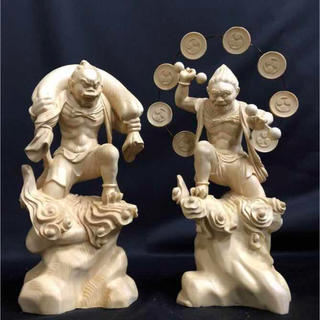 珍品 天然木 檜材を使用 精密細工 一刀彫 極上品 風神雷神像一式(彫刻/オブジェ)