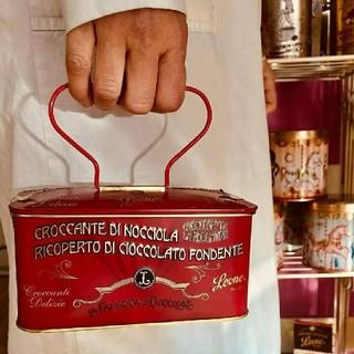 ディーンアンドデルーカ(DEAN & DELUCA)のレオーネ 赤缶 缶 LEONE leone チョコ レトロ オシャレ(菓子/デザート)